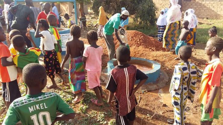 žedna deca afrike pomoć