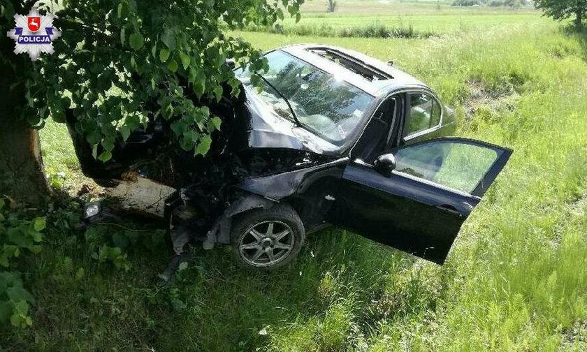 BMW rozbiło się o drzewo. Kierowca chciał ominąć ... antylopę