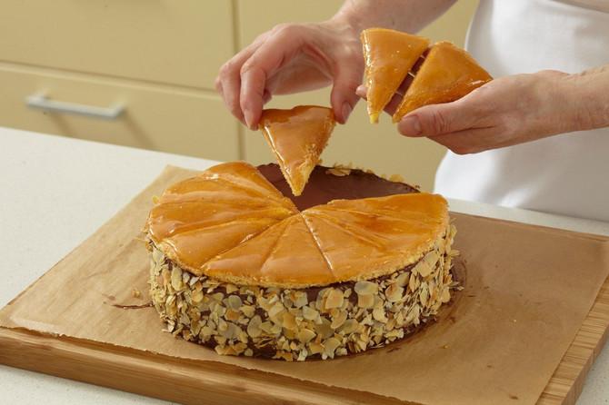 Doboš torta se razlikuje od svih ostalih po čuvenoj glazuri od šećera