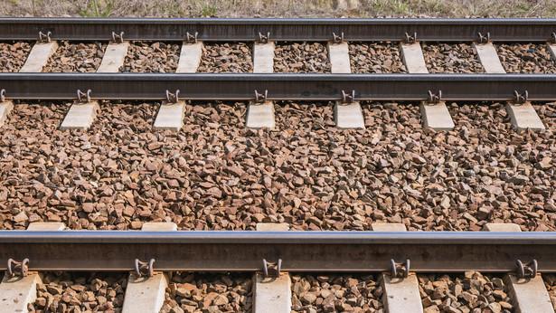 Projekt zakłada, że podatku unikną wyłącznie przedsiębiorcy, którzy udostępniają infrastrukturę kolejową oraz obiekty infrastruktury usługowej, o których mowa w ustawie o transporcie kolejowym.