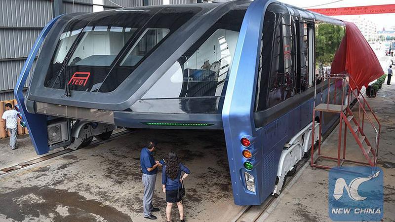 Gigantyczny szynobus o nazwie Transit Elevated Bus (TEB)