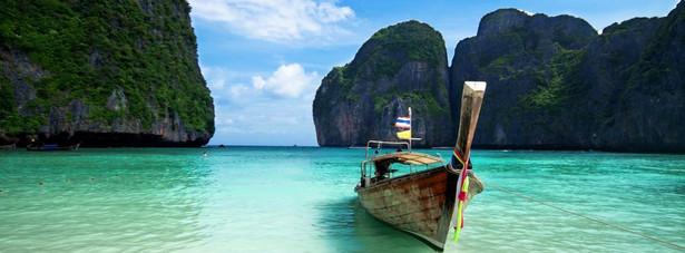 15. miejsce: Phuket – pod uwagę podczas tworzenie rankingu nie było brane tylko miasto, ale cała wyspa należąca do Tajlandii, znalazła się tym rankingu, ponieważ dzięki szeroko rozwiniętej turystyce na wyspie, turyści mogą znaleźć naprawdę tanie zakwaterowanie i przeżyć wspaniałe wakacje nie wydając przy tym fortuny. Dzienny koszt pobytu na Phuket może nie przekroczyć kwoty 27,59 USD.