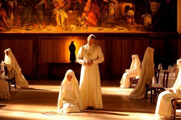 """""""Młody papież"""": kadr z serialu HBO"""