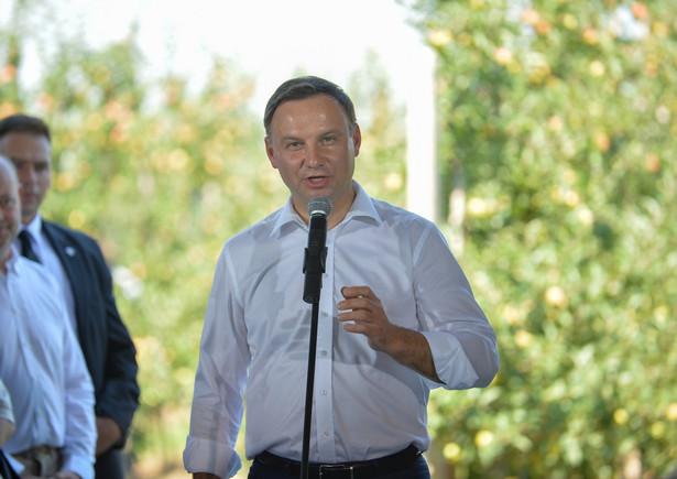 Prezydent Andrzej Duda podczas spotkania z sadownikami, PAP/Marcin Obara