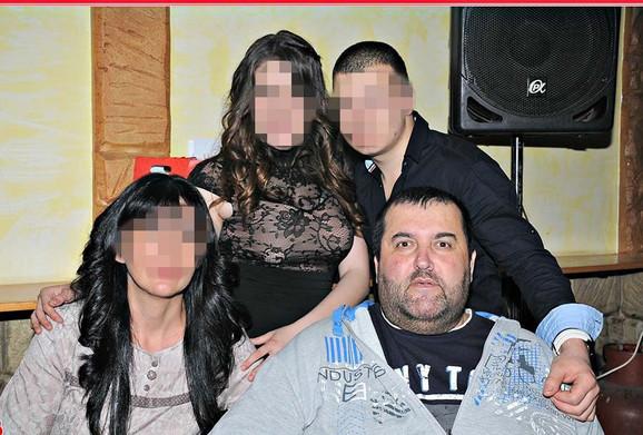 Dejan Jovanović Kabas sa porodicom