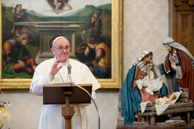 Papa Franja apeluje na roditelje da poštuju i prihvate svoju decu homoseksualce