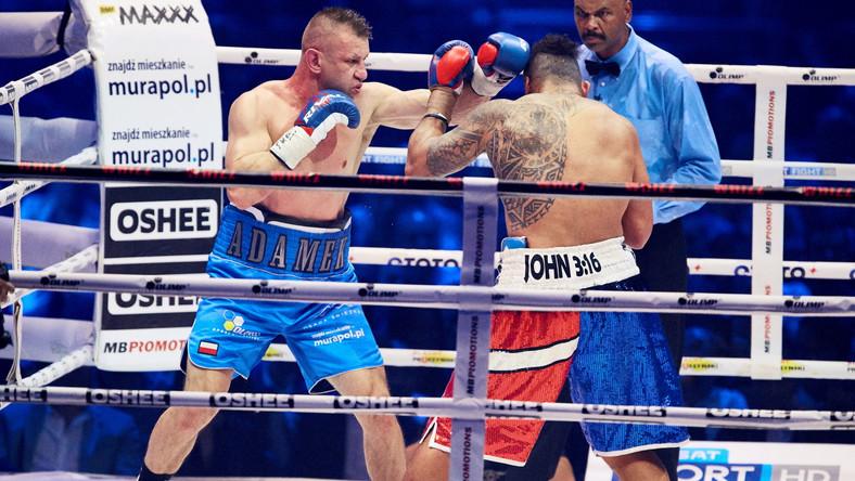 Ostatni raz Tomasz Adamek pojawił się w ringu 2 kwietnia 2016 w Krakowie, kiedy przez techniczny nokaut w 10 rundzie przegrał z Amerykaninem Erikiem Moliną i od swojej postawy oraz wyniku 56. pojedynku w karierze ze starszym o rok Solomonem Haumono uzależniał swoją przyszłość.