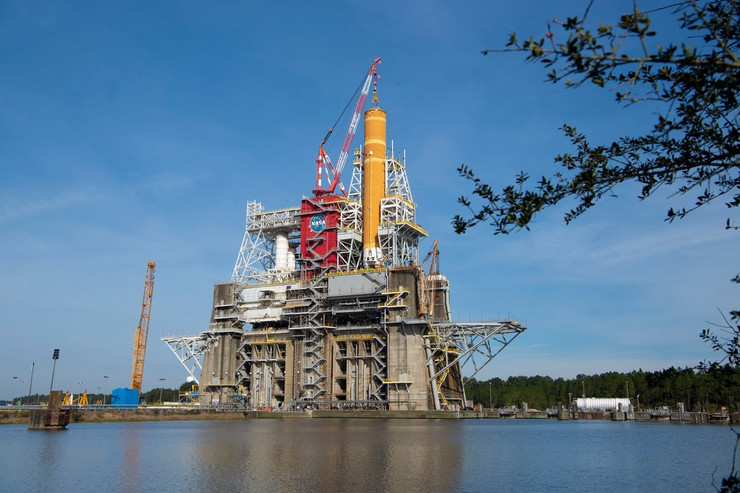 SLS raketa u Svemirskom centru Stanis u Misisipiju