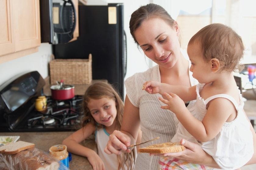 Przeciętna Polka za domowe prace powinna dostawac 10 tys. zł miesięcznie