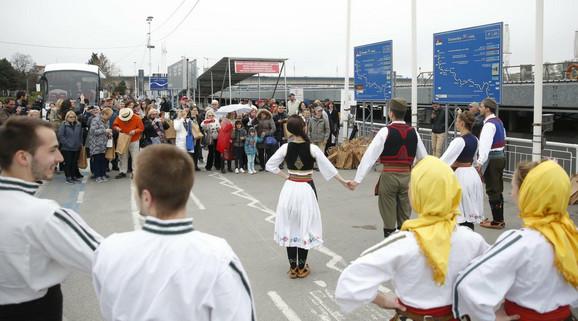 Gosti su bili oduševljeni srpskim narodnim običajima