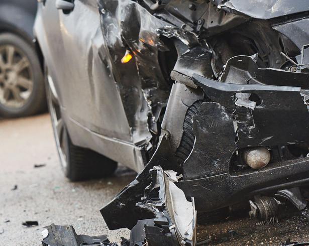 Brak wypłaty większej kwoty zakład ubezpieczeniowy uzasadnia tym, że auto nie zostało naprawione i nie przedstawiono faktur na tę okoliczność
