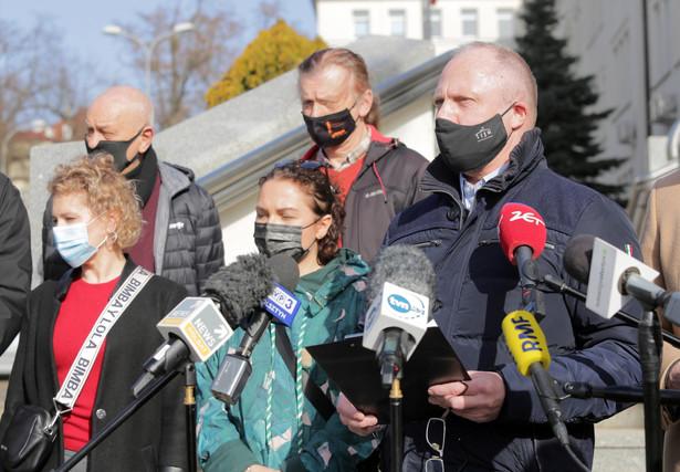 Przedstawiciele branży hotelarskiej podczas konferencji prasowej w Olsztynie stwierdzili, że decyzja rządu o zamknięciu wszystkich hoteli w regionie jest niezrozumiała i niesprawiedliwa.