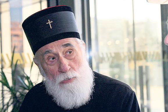 Pred oltarima takve crkve Crnogorci neće klečati, takvom rešenju se protivi i Srpska pravoslavna crkva, kaže Miraš Dedeić