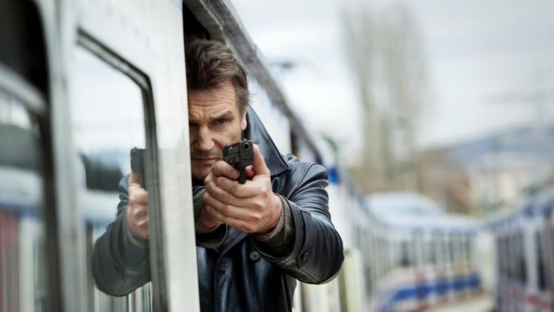 """Liam Neeson znów wciela się w postać Bryana Millsa, emerytowanego agenta CIA, który w """"Uprowadzonej"""" rozpętał prawdziwe piekło porywaczom jego córki"""
