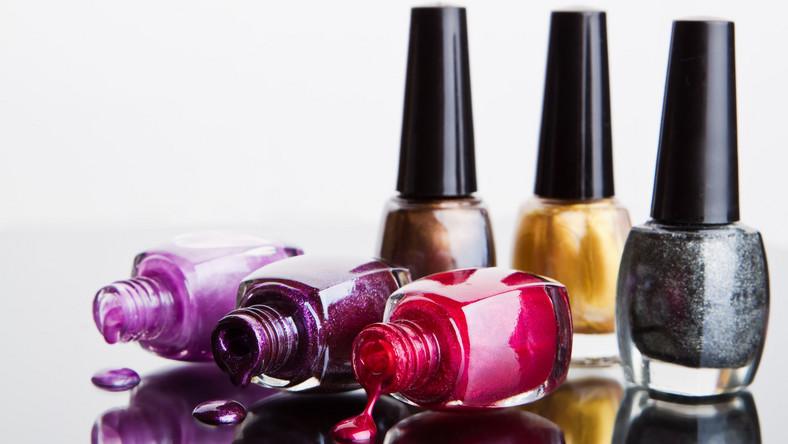 Kolorowe lakiery do paznokci