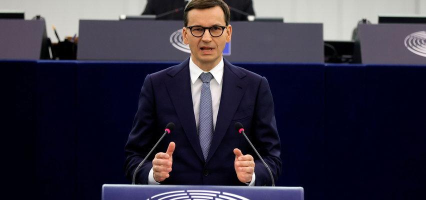 """Morawiecki znalazł przyjaciół w Europarlamencie. """"Znów chcą prześladować Polaków i Węgrów kalumniami"""""""