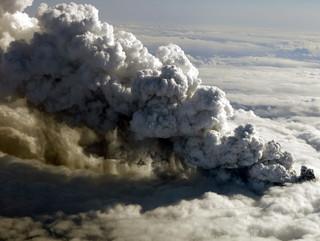 Islandia: Niespotykana aktywność wulkanu. Lawa pokrywa już 77 km2 powierzchni lądu