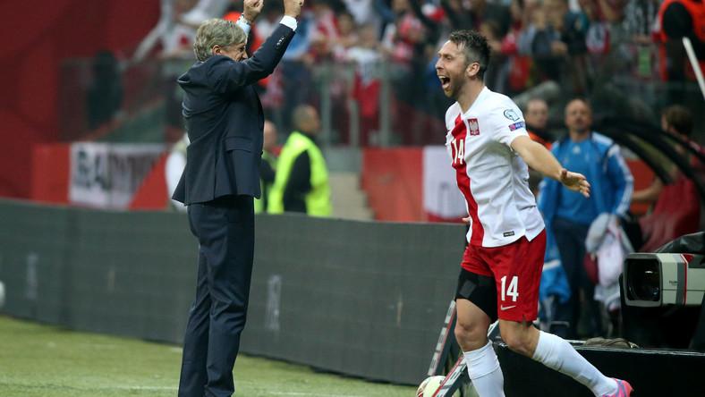 Piłkarz reprezentacji Polski Jakub Wawrzyniak (P) i trener Adam Nawałka (L) cieszą się ze zwycięstwa po meczu eliminacyjnym mistrzostw Europy z Niemcami