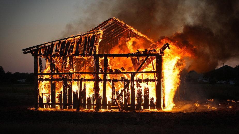Pożar stodoły we wsi Zawada w 69. rocznicę mordu w Jedwabnem