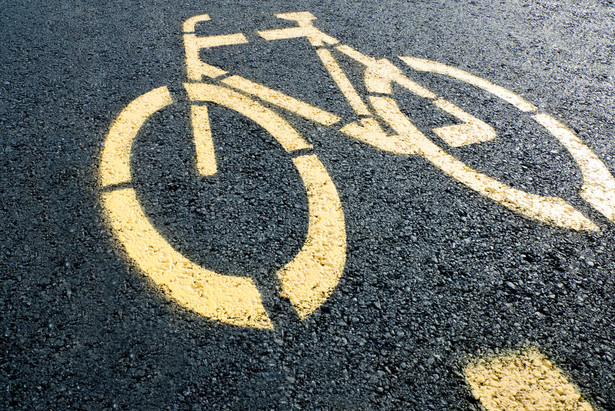 Z uwagi na sporą prędkość jaką rozwijają (do 25 km/h) są niedopuszczalne na chodnikach wśród wolniejszych pieszych (tak zaleca użyczający), a na ścieżkach rowerowych nie są rowerami, wykorzystującymi do poruszania się siłę mięśni nóg.
