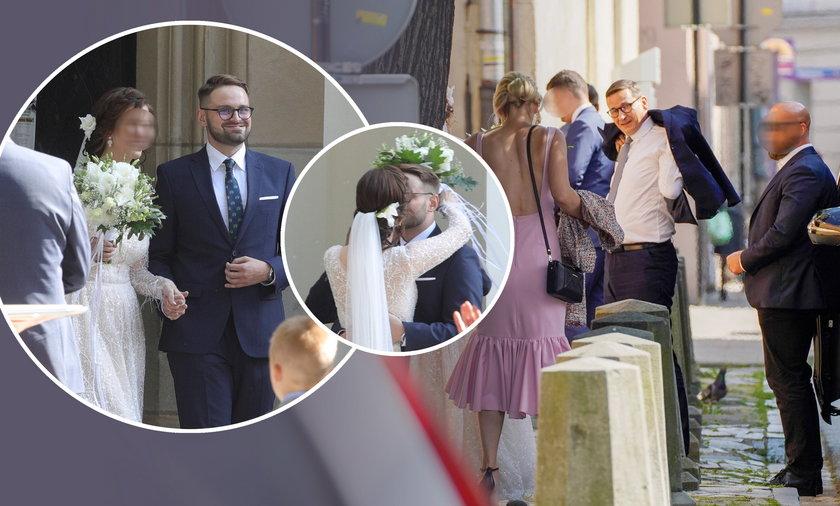 Promując Polski Ład w Małopolsce, Mateusz Morawiecki przyjechał na ślub swojego współpracownika.