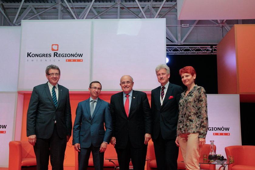 Od lewej: Wojciech Murdzek - prezydent Świdnicy, Maciej Bluj - wiceprezydent Wrocławia, Ryszard Grobelny - prezydent Poznania, Edyta Sadowska - prezes Ringier Axel Springer Polska