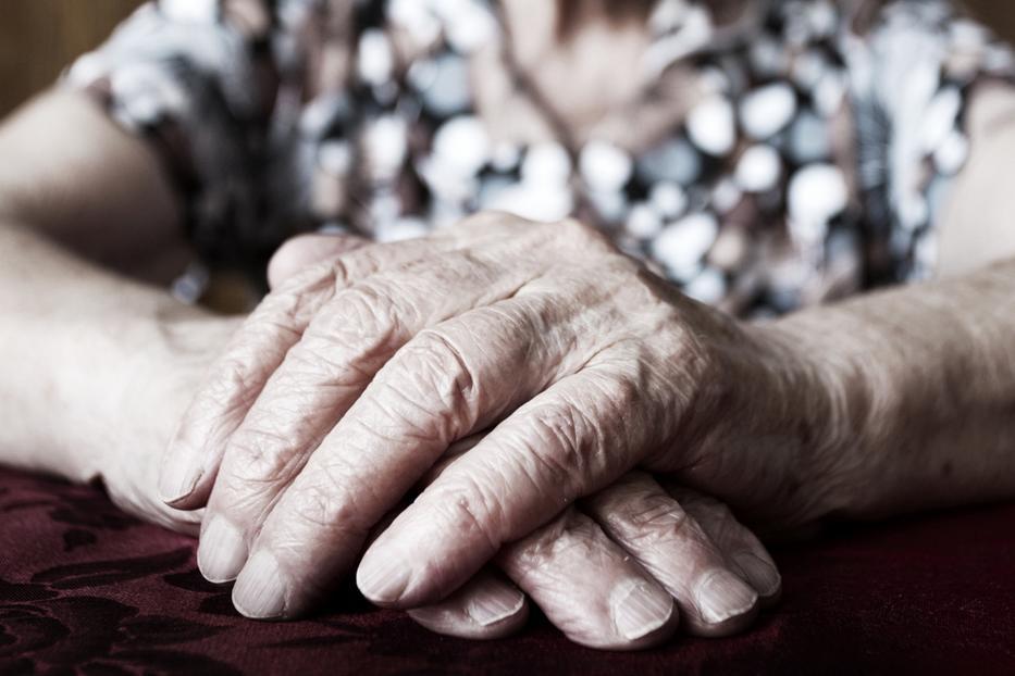 idős hölgy Az idős hölgy lehelete Az idős hölgy lehelete
