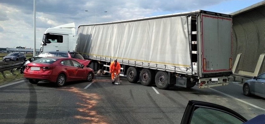 Karambol na obwodnicy Wrocławia! Ciężarówki zablokowały drogę na Warszawę