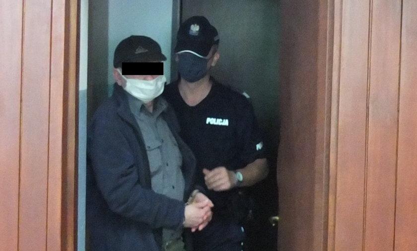 Proboszcz z parafii w Kurowie skazany za wysyłanie zdjęć przyrodzenia 14-latce.