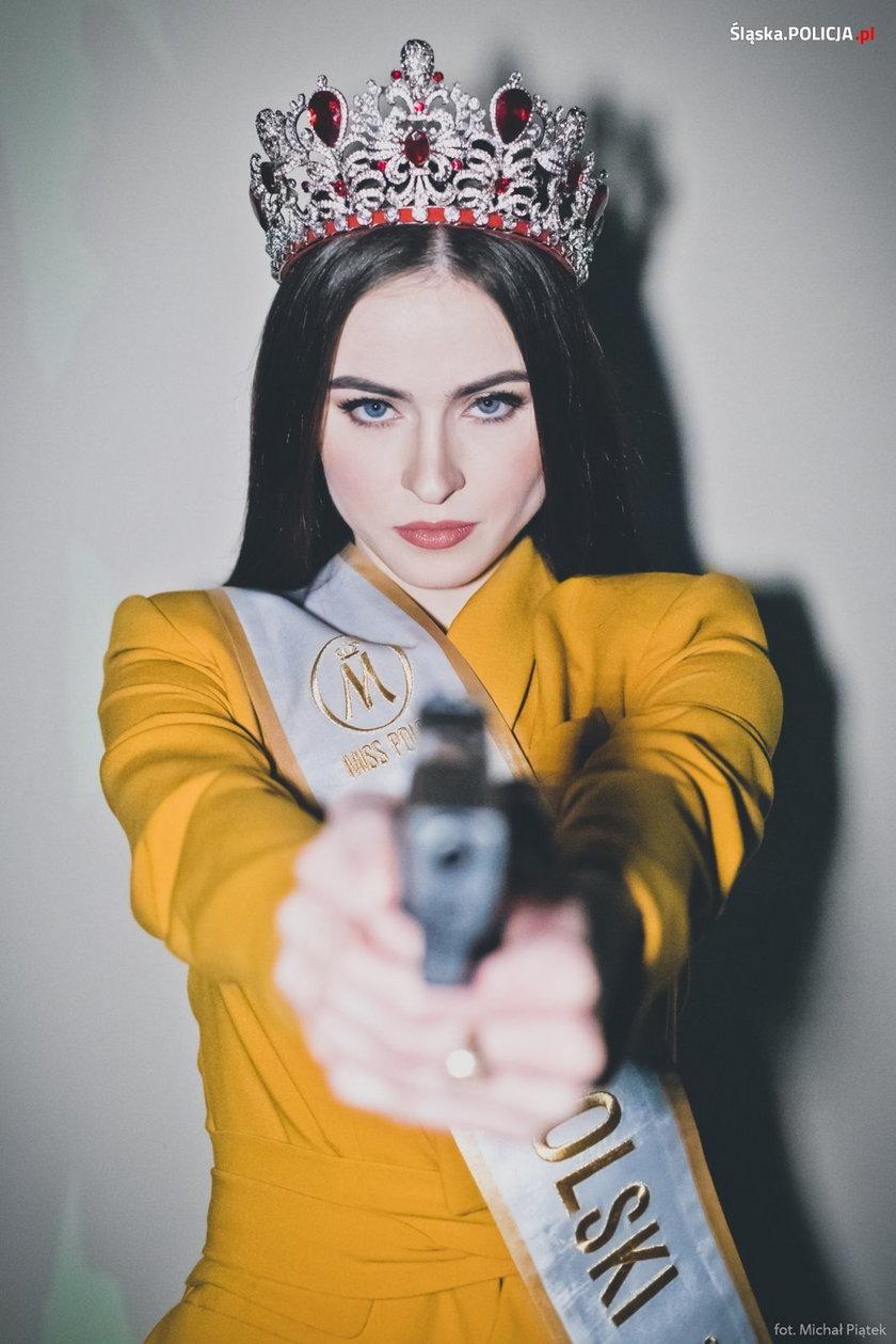 Miss Polski szalała z bronią.