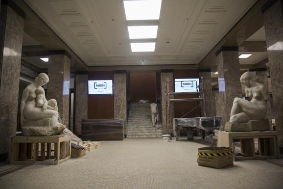 Meštrovićeve skulpture dočekuju posetioce na ulazu