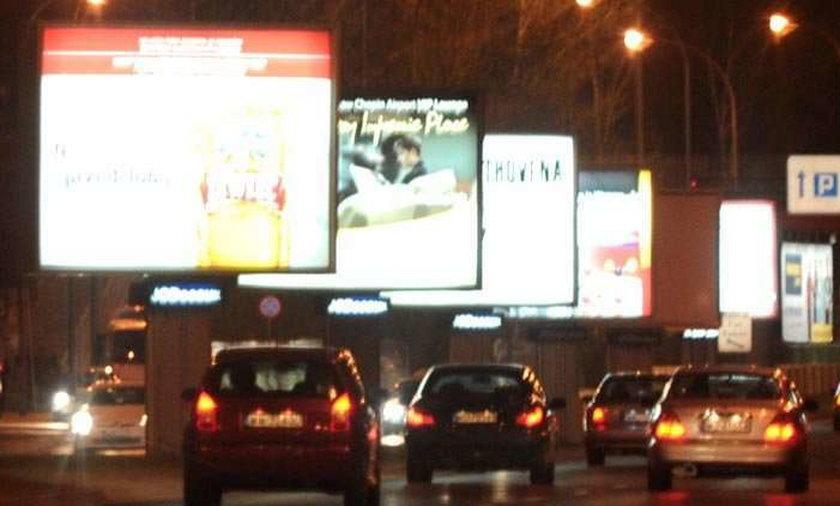 Te reklamy oślepiają kierowców!
