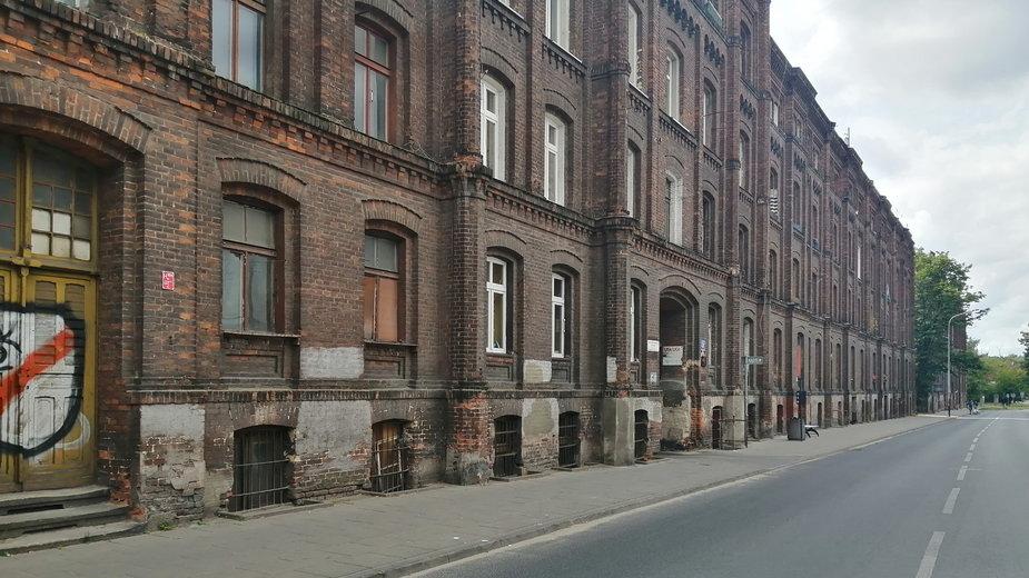 Famuły przy ul. Ogrodowej w Łodzi