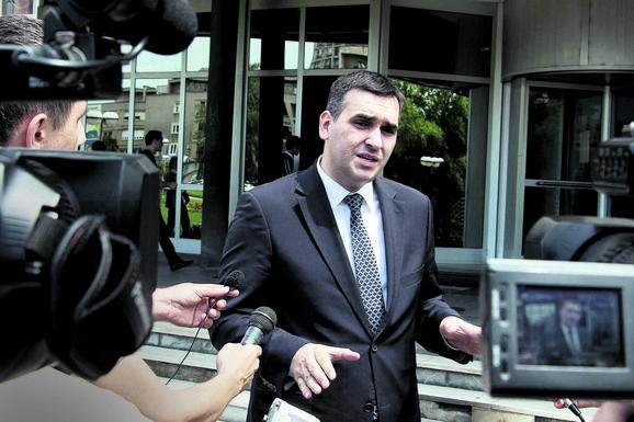 Bahati Radomir Nikolić će se GOSTITI U KAFANI svog prijatelja, sve to će plaćati građani Srbije, a SUMA JE OGROMNA