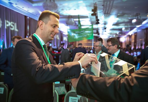 Lider PSL Władysław Kosiniak-Kamysz podczas głosowania