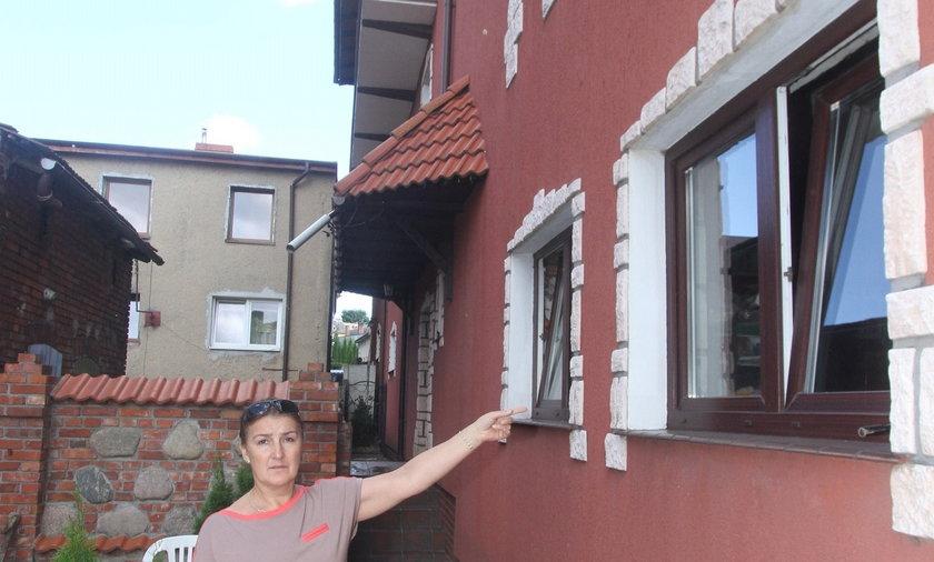 Przez błąd urzędnika mają zamurować okna albo zburzyć dom.