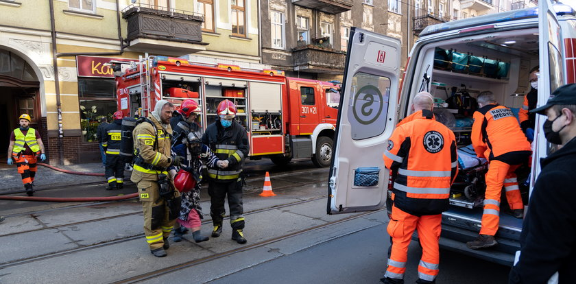 Dramatyczna akcja strażaków w centrum miasta. Nie żyje jedna osoba