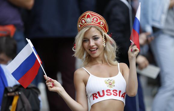 Ruskinje se na tribinama pojavila oskudno odevene