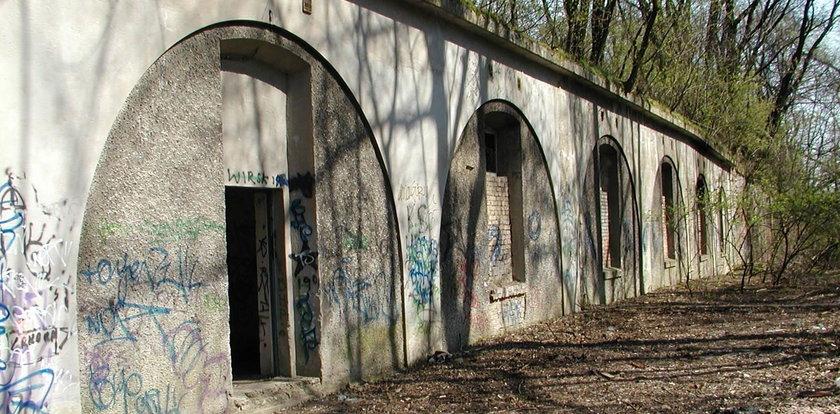 Biegaj i zwiedzaj fort Batowice!