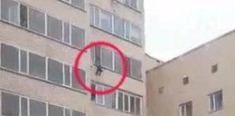 Dramatyczne nagranie. Chłopiec wypadł z okna na 9. piętrze