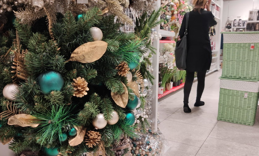 W wielu sklepach pojawiła się już tematyka grudniowych świąt.