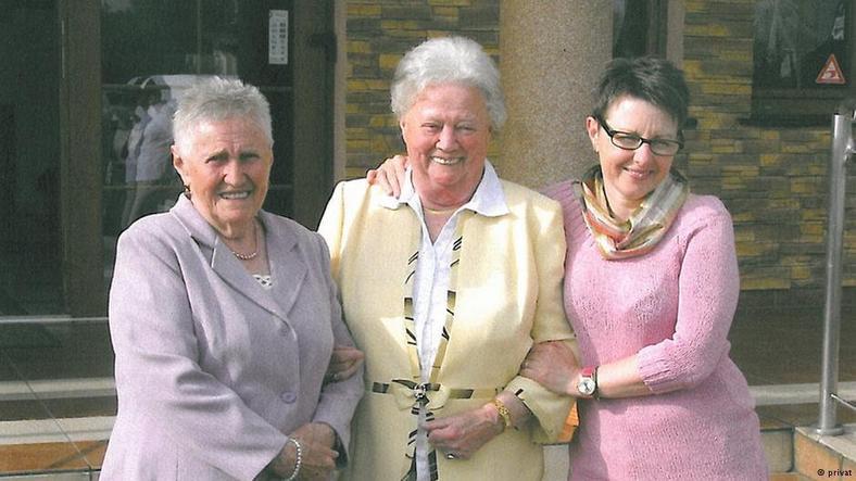 Janina (matka Elżbiety Rybarskiej), z siostrą i Elżbietą Rybarską