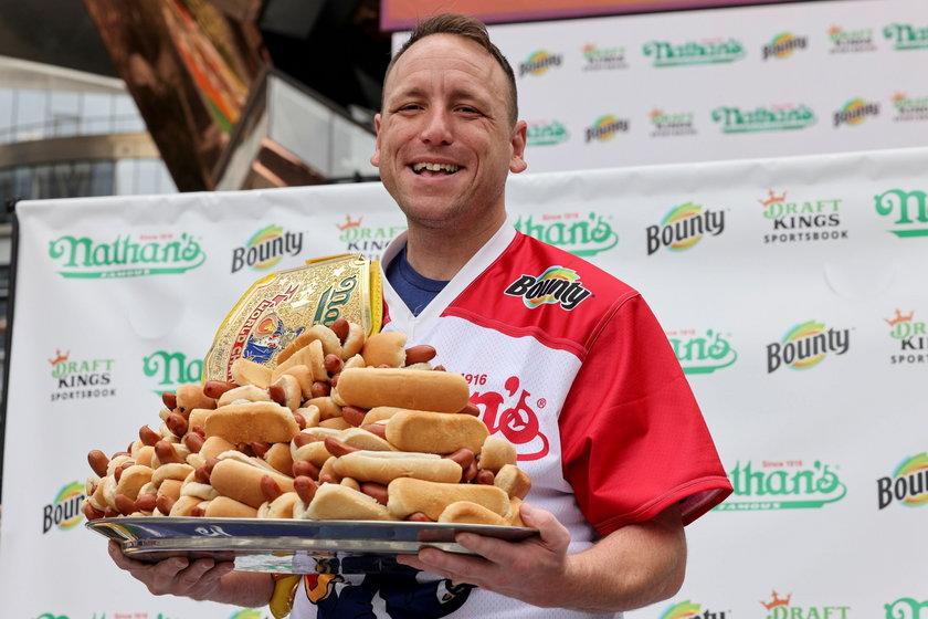 Na zdjęciach Hot Dog Eating Contest w Nowy Jorku 2021