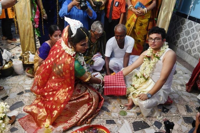 Rainbow wedding': Indian transgender couple marry in emotional