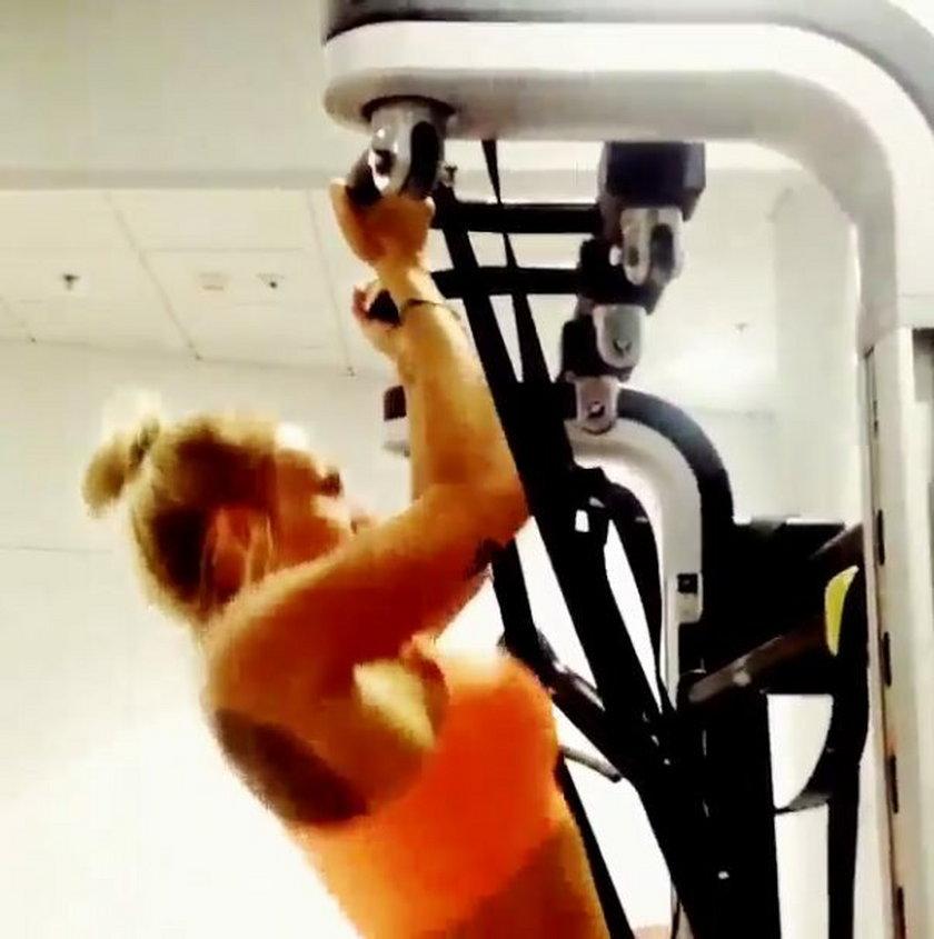 Doda ćwiczy na siłowni