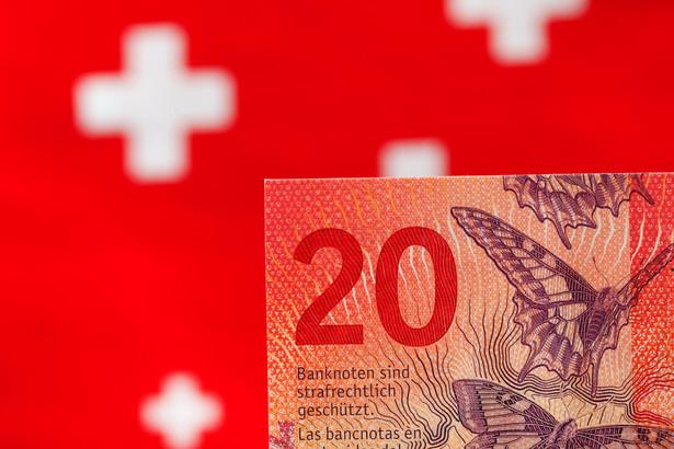 Banki mogą być czasowo narażone na ryzyko operacyjne związane z posiadanymi portfelami kredytów frankowych