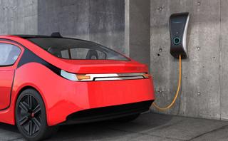 Ruszył proces ws. mandatu za parkowanie na miejscach wypożyczalni aut elektrycznych