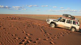 """Australijska policja ma problemy z """"głupimi"""" turystami gubiącymi się na pustyni"""
