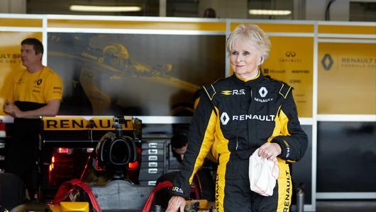 79 lat to nie przeszkoda, aby pojeździć bolidem F1
