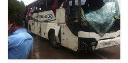 Wypadek autobusu z dziećmi. Troje walczy o życie